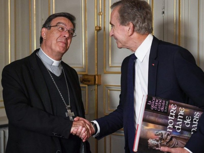 Notre-Dame de Paris: Bernard Arnault (LVMH) officialise le don de 200 millions d'euros