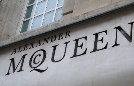 Les archives d'Alexander McQueen chez Vestiaire Collective