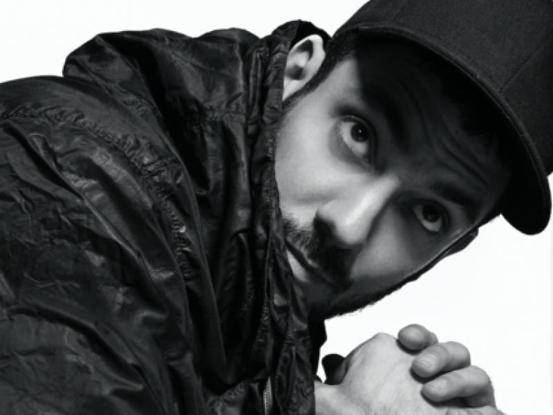 Aitor Throup va lancer une collection de prêt-à-porter masculin