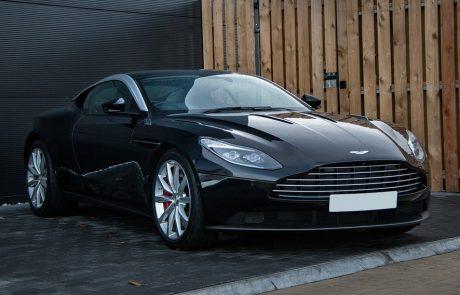 Aston Martin lance un nouveau service : la conception de garages de luxe