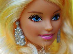 Barbie s'offre une garde-robe Yves Saint Laurent