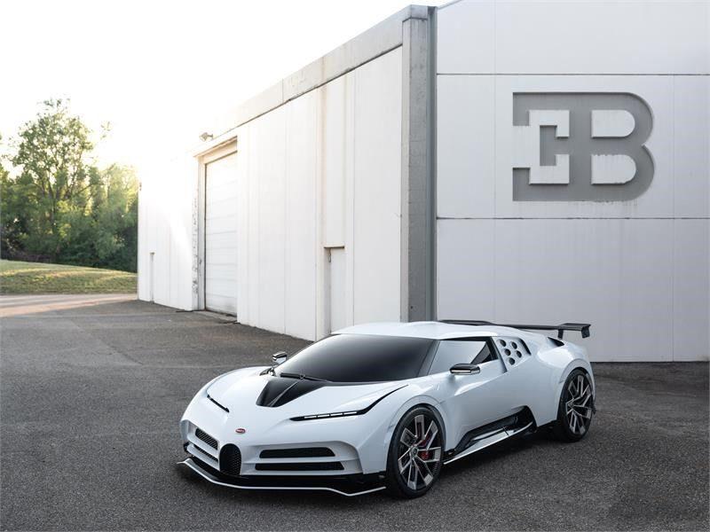 Bugatti présente sa Centodieci