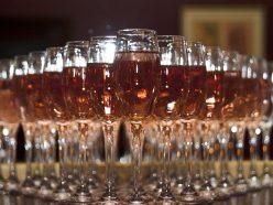 Les millennials, nouveaux amateurs de champagne rosé