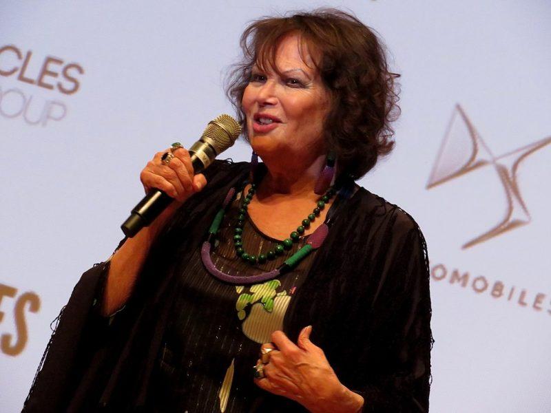 Claudia Cardinale vend aux enchères une partie de sa garde-robe