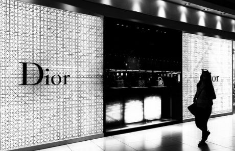 Dior présente sa collection Tête de mort pour profiter de l'instant présent