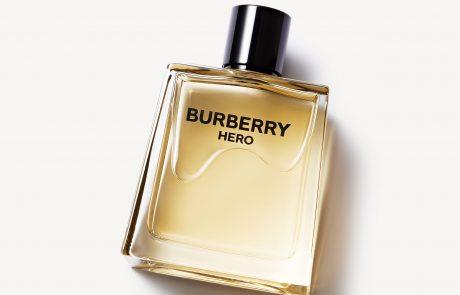 Adam Driver en vedette de la vidéo du parfum Burberry Hero