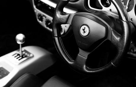 Les marques de voitures de luxe investissent les réseaux sociaux
