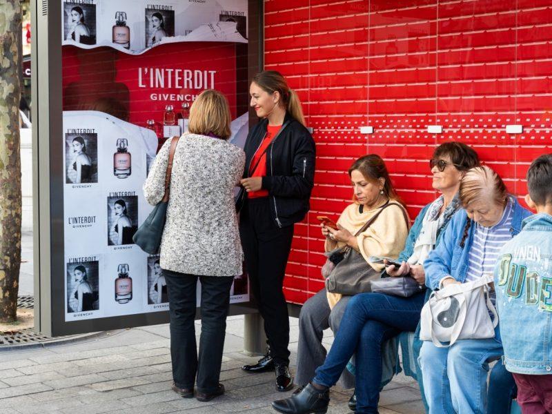 Givenchy parfume les abribus parisiens