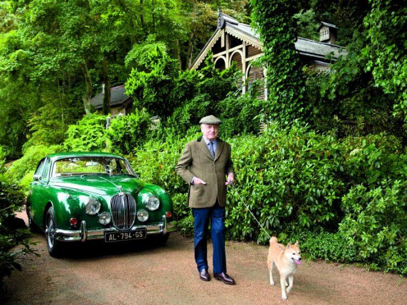 Mise aux enchères, la Jaguar d'Yves Saint-Laurent bat un record