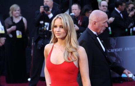 Jennifer Lawrence est le visage du nouveau parfum Joy de Dior