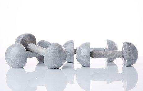 Lervik signe une collection d'haltères en marbre