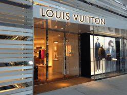 Louis Vuitton propose deux sacs connectés avec écrans flexibles