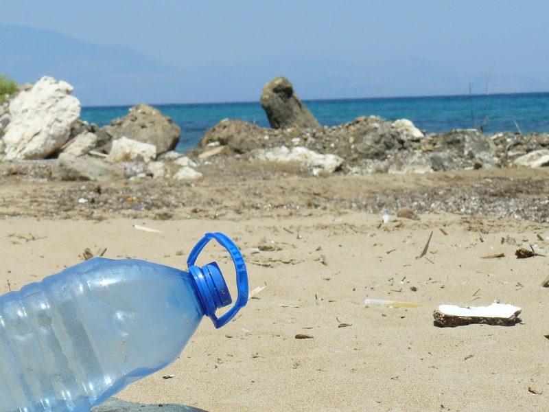 Des marques de luxe se lancent dans le combat contre le plastique