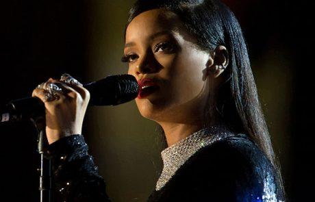 Rihanna soutient la recherche contre le cancer du sein