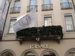 Versace prépare son 1e défilé mixte