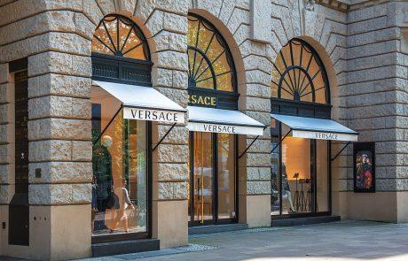 Versace s'associe au designer Gwenaël Nicolas pour réaménager ses boutiques
