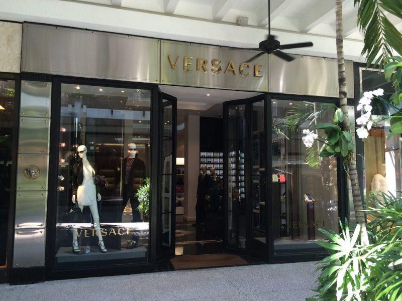 Versace inaugure une boutique éco-responsable à Miami