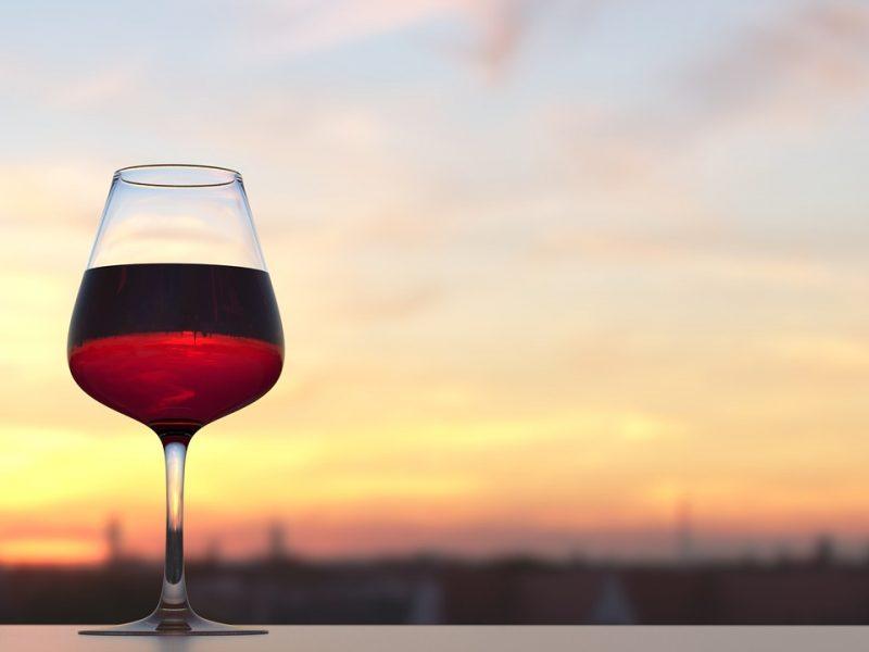 Lalique signe une barrique de vin en cristal