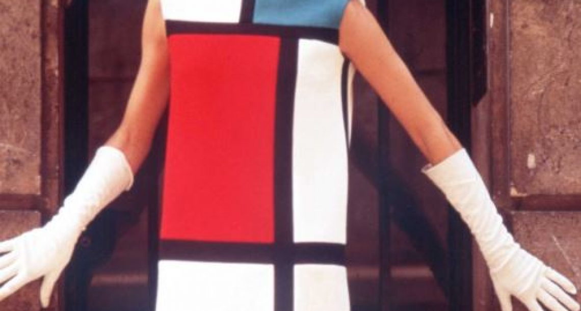 Les robes Mondrian d'Yves Saint-Laurent exposées à Paris