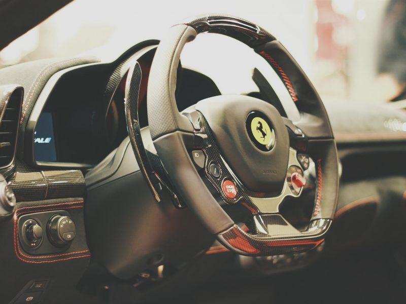 Ferrari prête à lancer une collection de vêtements produite par Giorgio Armani