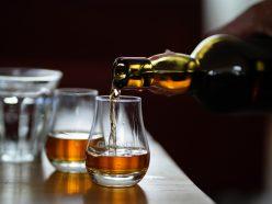 Investissement spéculatif: le whisky rare et les pierres précieuses au top