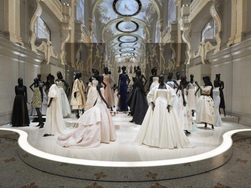 Christian Dior, designer of dreams : l'expo joue les prolongations à Londres