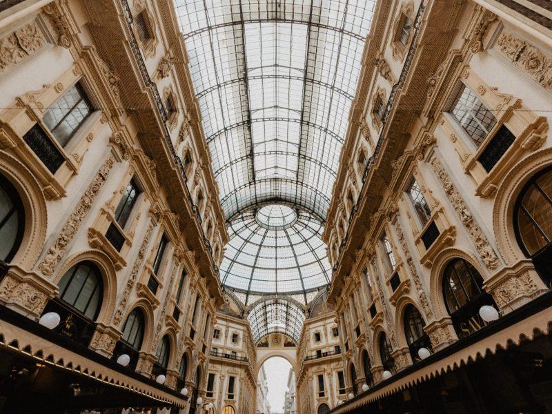 Les acteurs du luxe multiplient les dons pour les hôpitaux italiens.