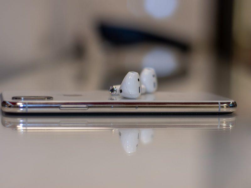 Les écouteurs sans-fil dopent le marché des accessoires connectés