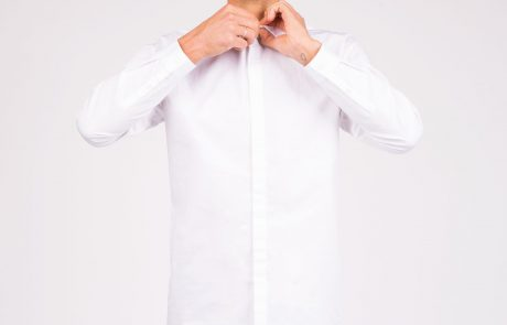 Des chemises en hommage à Karl Lagerfeld en vente le 26 septembre