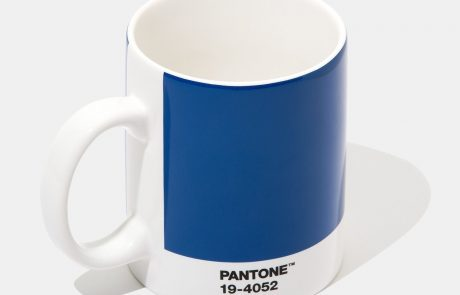 Pantone érige le «Classic blue» en couleur de l'année 2020