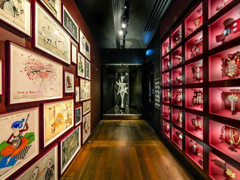 Yves Saint-Laurent : ses dessins de jeunesse exposés à Paris