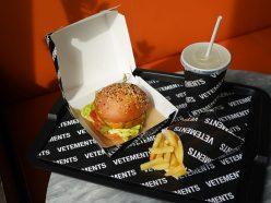 Le mystérieux label Vêtements lance… un burger